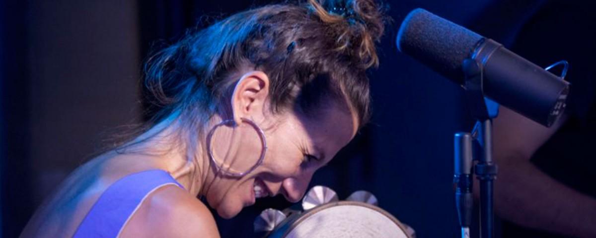 María Toro presenta en concierto 'Fume'